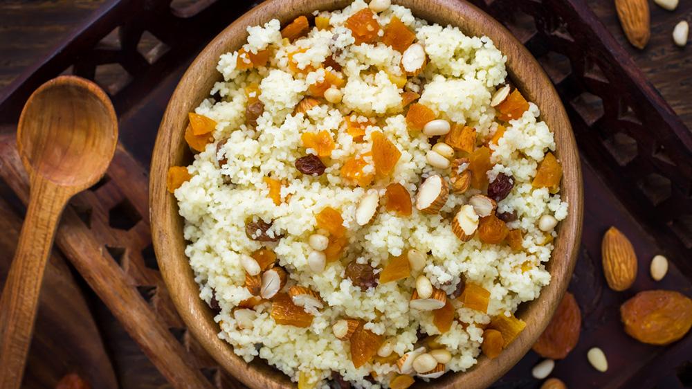 Couscous-Müsli mit Nüssen und Früchten