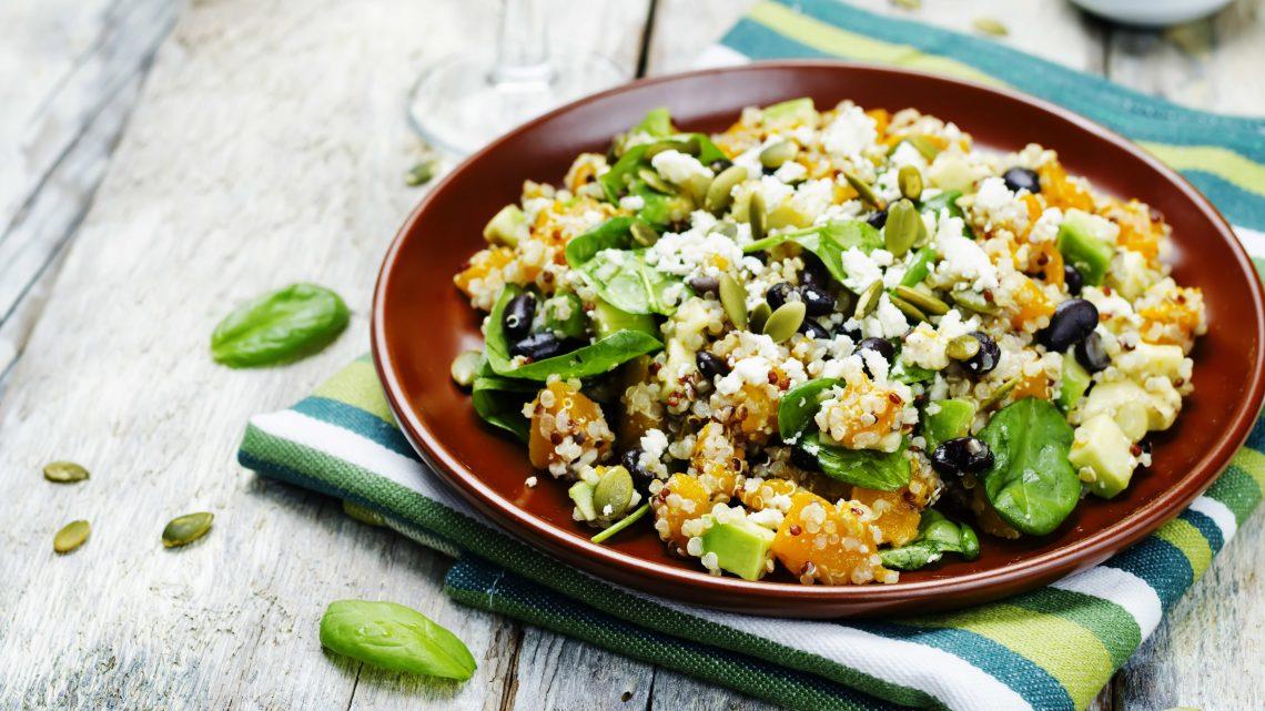 Quinoa-Avocado-Salat mit Schafskäse