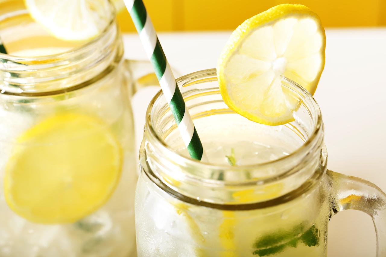 Selbstgemachte Zitronenlimo
