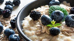 Porridge ist ein gesundes und sättigendes Frühstück