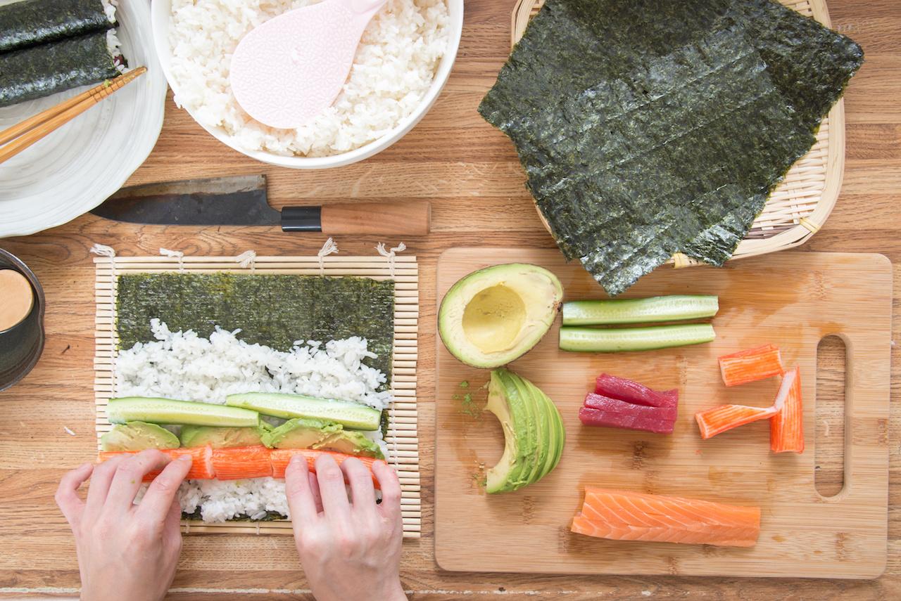sushi selbst machen so klappt 39 s zu hause koch mit. Black Bedroom Furniture Sets. Home Design Ideas