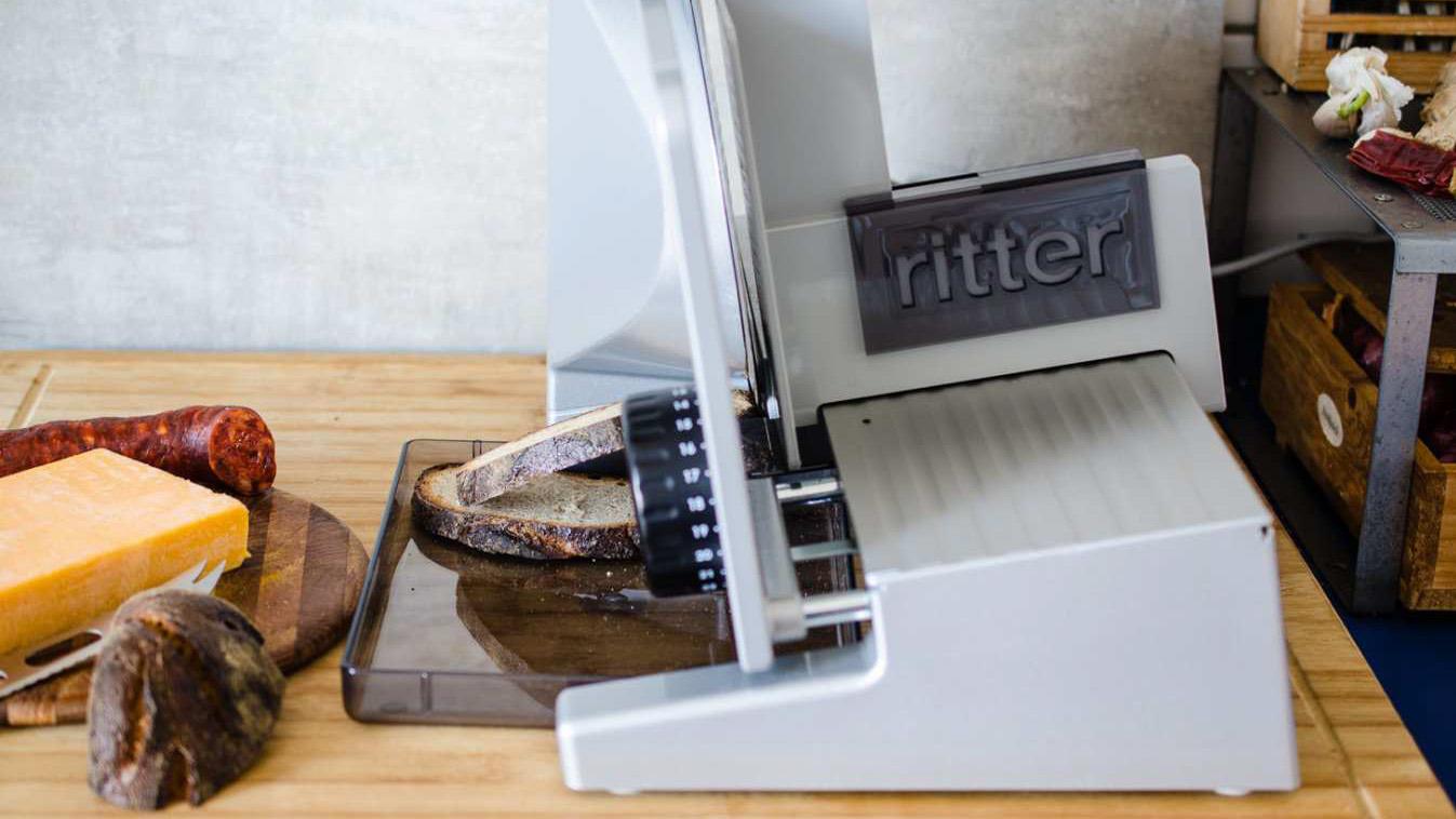 der allesschneider solida 4 von ritter im test bei einer brotzeit. Black Bedroom Furniture Sets. Home Design Ideas