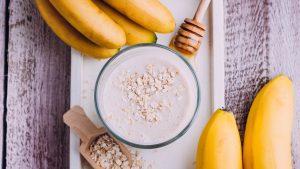 Joghurt mit Haferflocken und Banane