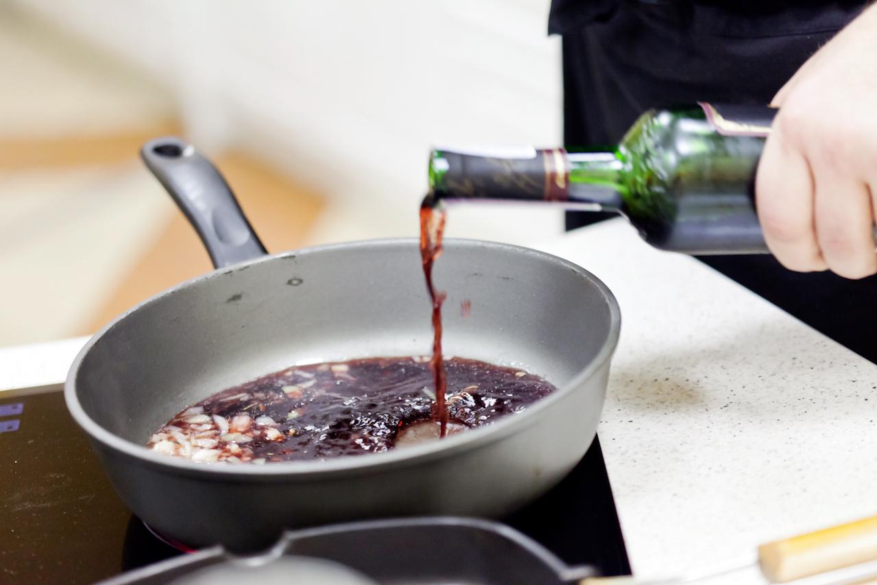 kochen mit wein die leckersten rezepte koch mit. Black Bedroom Furniture Sets. Home Design Ideas