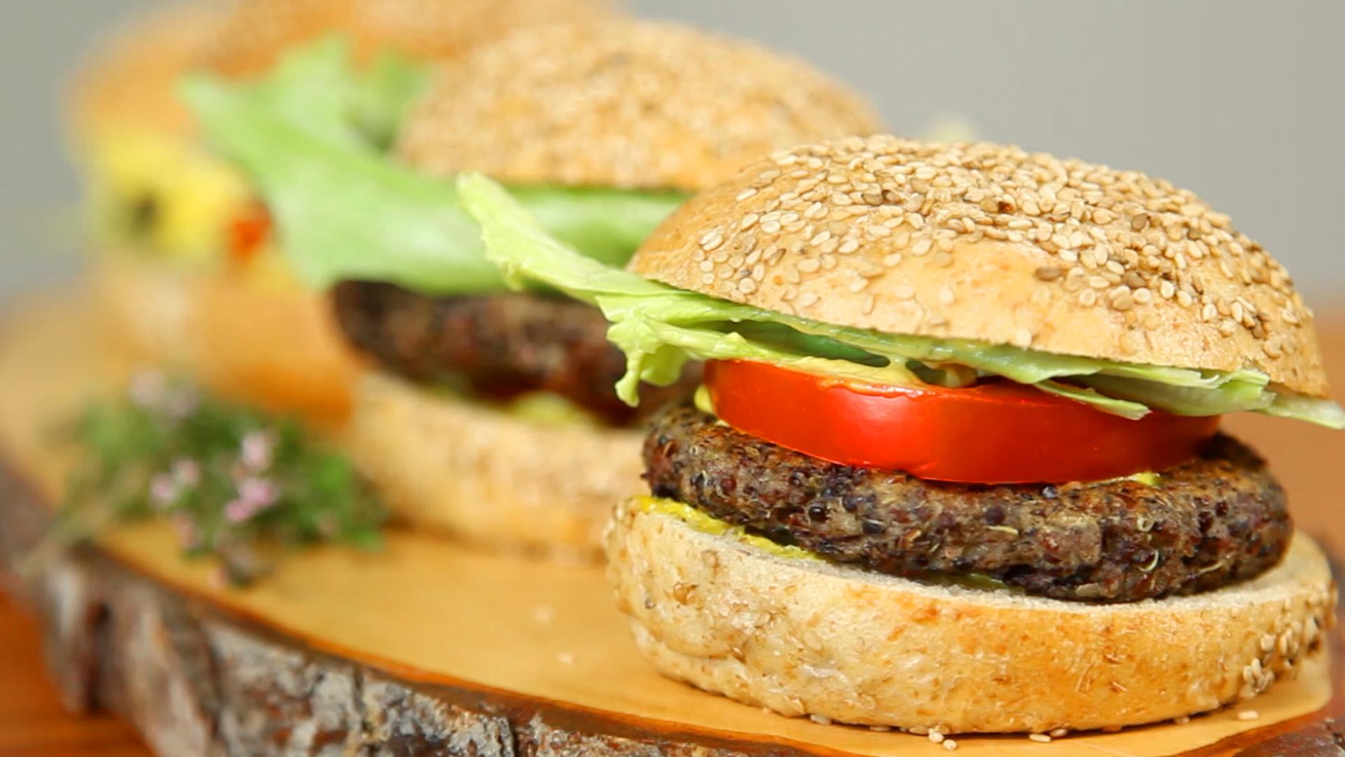 rezept f r vegetarischen quinoa bohnen burger koch mit. Black Bedroom Furniture Sets. Home Design Ideas