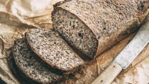 Glutenfreies Brot und samen und Nuessen