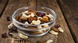 Beeren und Nuesse als Snack
