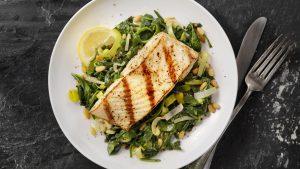 Gegrillter Fisch zum Abendessen
