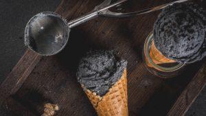 Schwarzes Eis Black Food