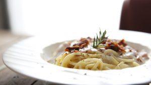Dinkel-Spaghetti in Meerrettich- Joghurt- Soße