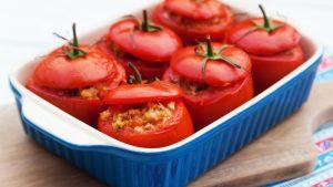 Schnell und gesund Kochen : Gefüllte Tomaten mit Couscous, Schafskäse und Zucchini