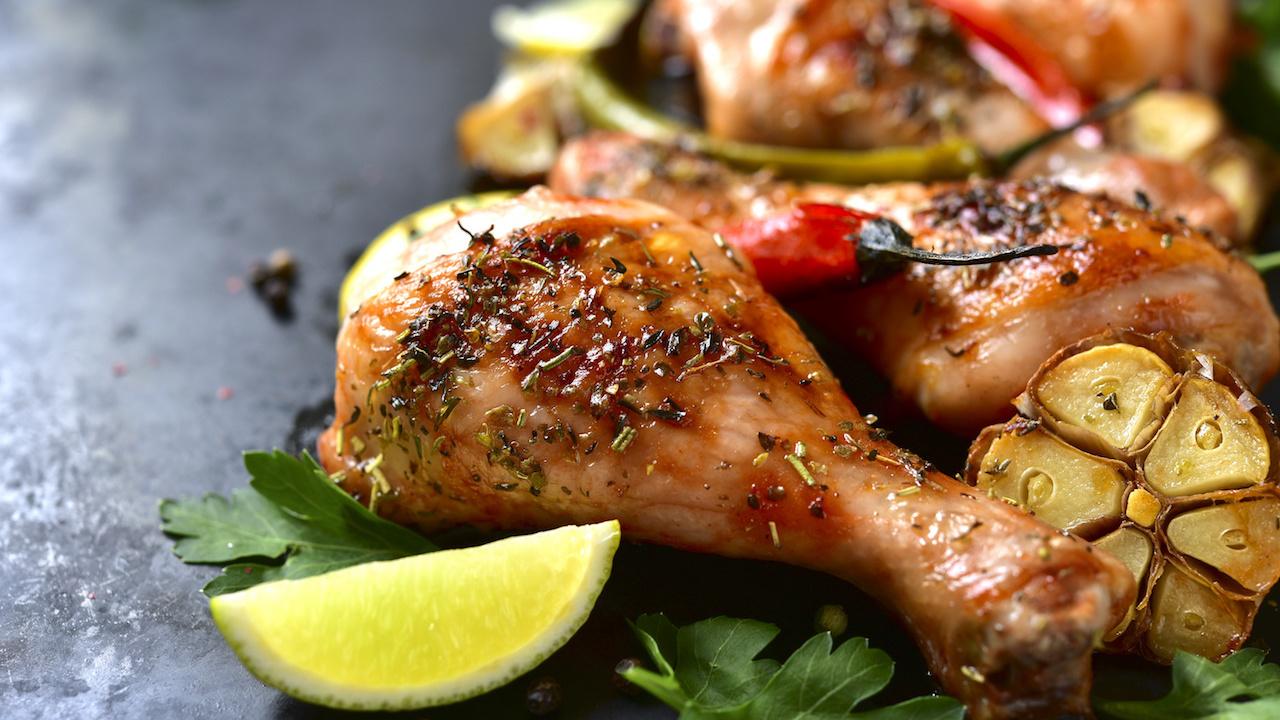 Barbecue-Chicken mit lauwarmem Gemüsesalat