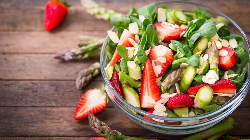 Spargel-Erdbeer-Salat