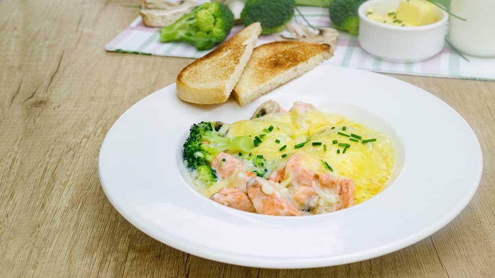 Lachs-Auflauf mit Brokkoli und Champignons