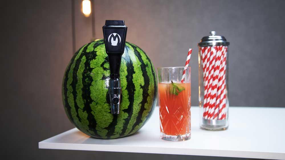 Drink aus der Wassermelone