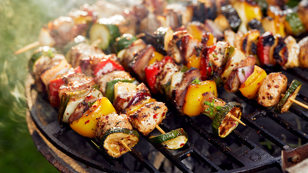 Grillspieße – auf den Spuren von Schaschlik und Kebab