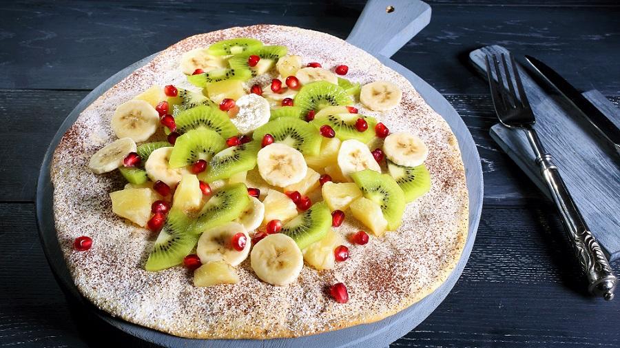 Süße Pizza mit Früchten