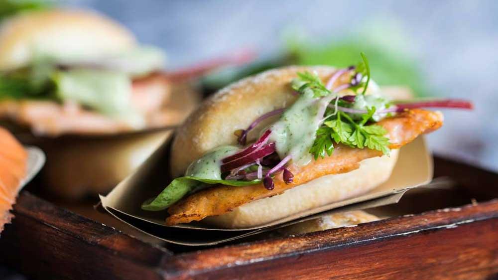 Lachs-Burger im selbstgemachten Focaccia Bun