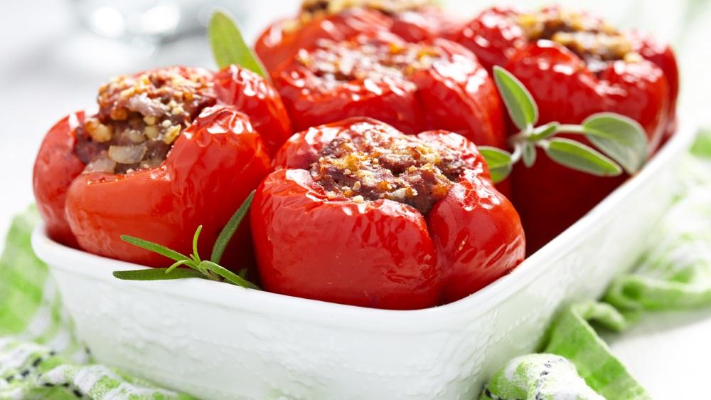 Gefüllte Paprika mit Hackfleisch und Pinienkernen