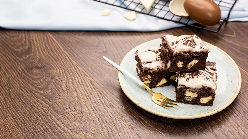 Brownies mit Kinder-Schokolade und Überraschungseiern