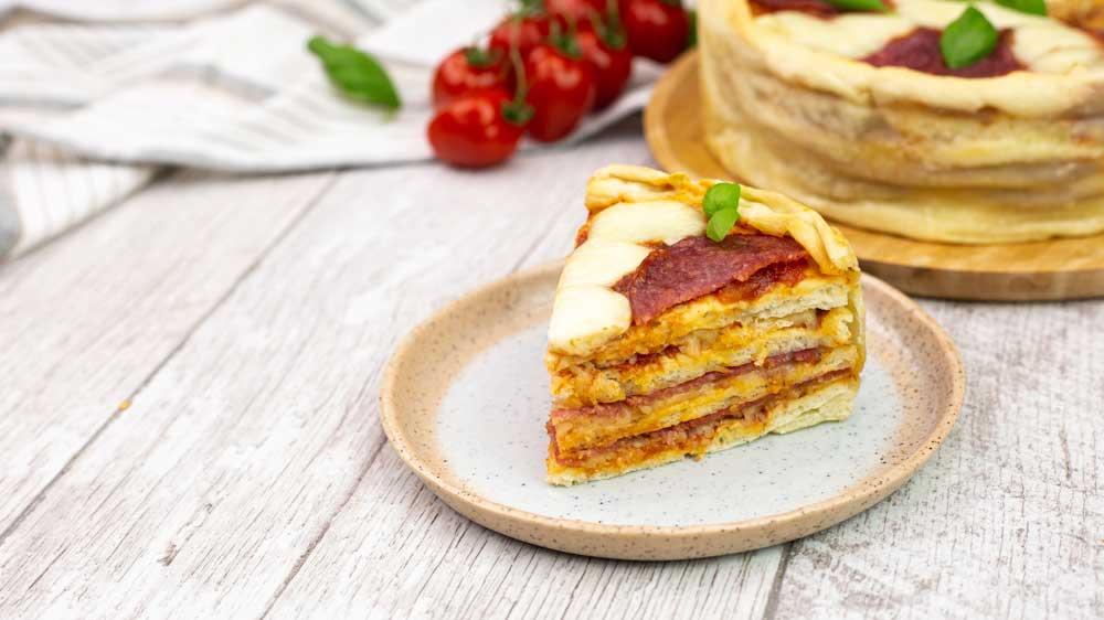 Pizza-Kuchen mit Salami