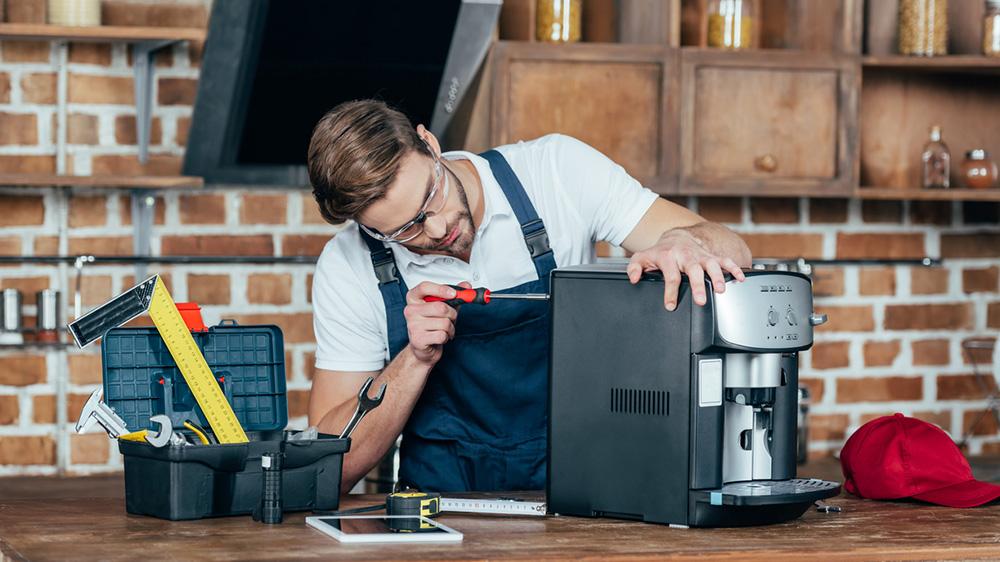 Reparatur einer Kaffeemaschine