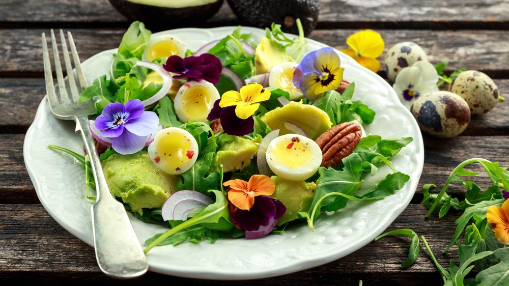 Wildkräutersalat mit Eiern