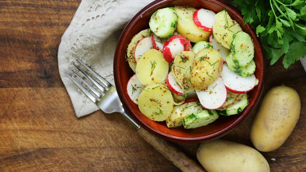 Kartoffelsalat mit Radieschen und Senfdressing